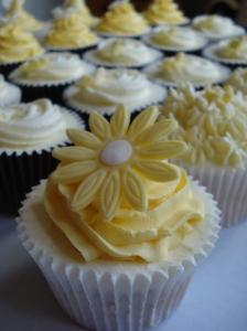 Lemon swirl with gerbera