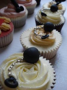 Ball & chain cupcakes