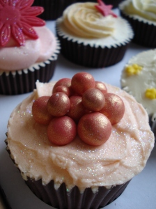 Pearls & peach icing cupcakes