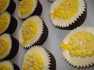 The vanilla and yellow cupcakes