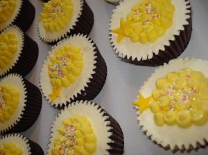 The vanilla and yellow cupcakes