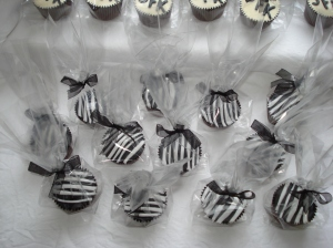 Cupcakes in bags with bows