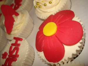 Big red flower cupcake