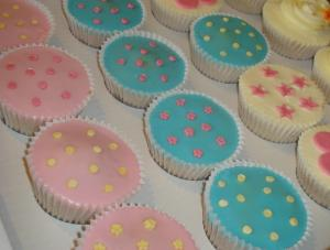 retro cupcakes