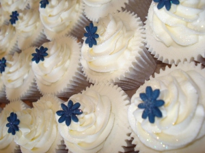 Vanilla wedding cupcakes with navy flower
