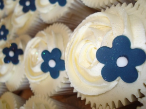 Wedding cupcakes with navy flower