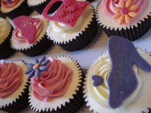 Sex and the City, shoes and handbag cupcakes