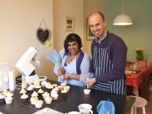 Cupcake class, piping icing swirls