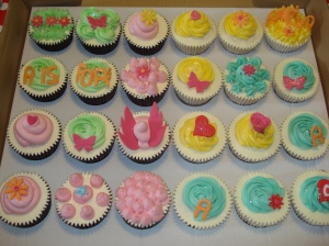 Girlie naming day cupcakes