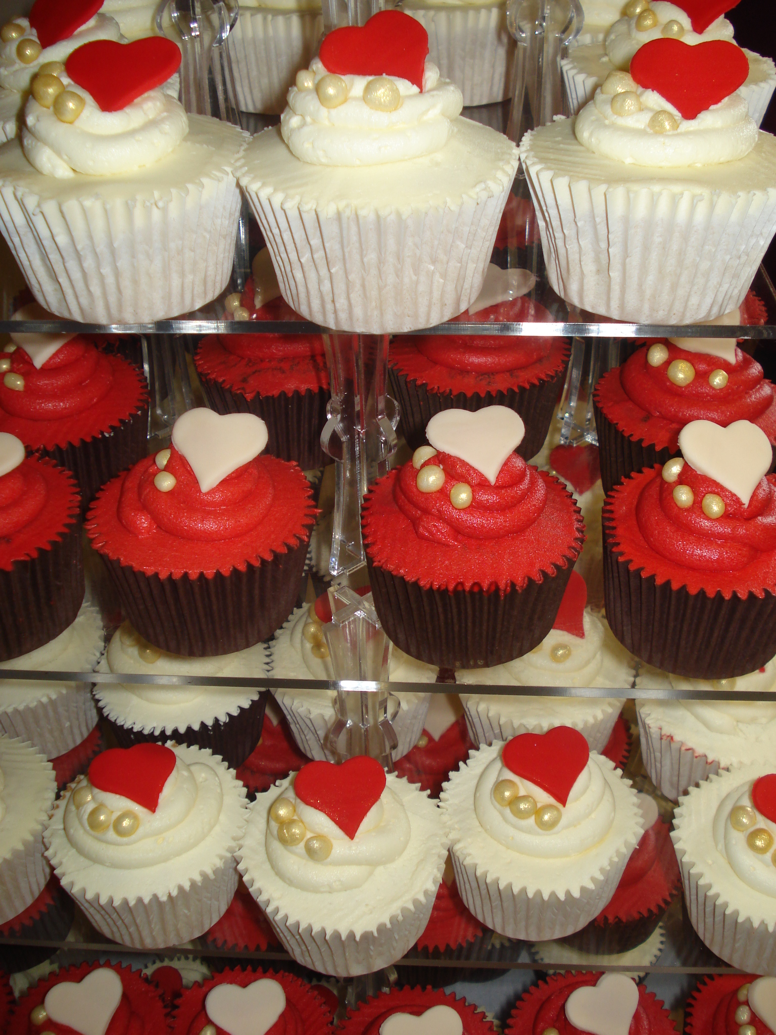 Chinese red and ivory wedding cupcakes