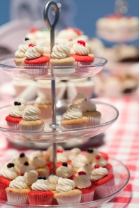 Mini cupcakes vanilla and red sponges