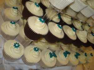 Teal and ivory wedding theme cupcakes