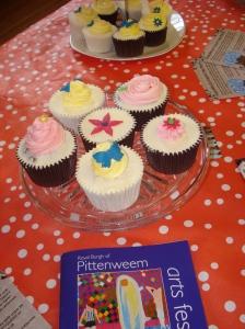 Mini cake stand of cupcakes