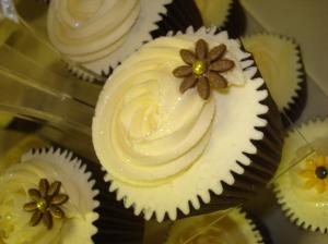 Bronze flower cupcake