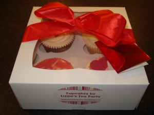 Box of 4 valentines cupcakes