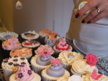 Find out more about cupcakes classes with Lizzie