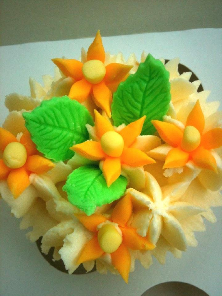 Mini daffodil cupcake