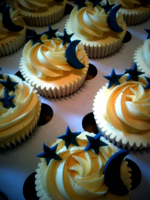 Moon And Star Cupcakes Cakes By Lizzie Edinburgh